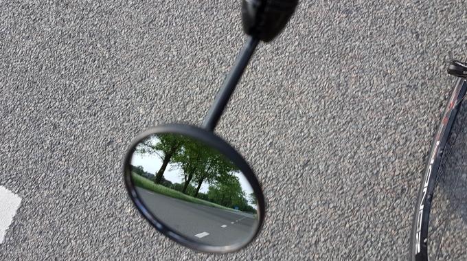Spiegeltje, spiegeltje aan de ……